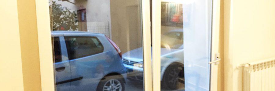 Serramento traslante in PVC e vetro